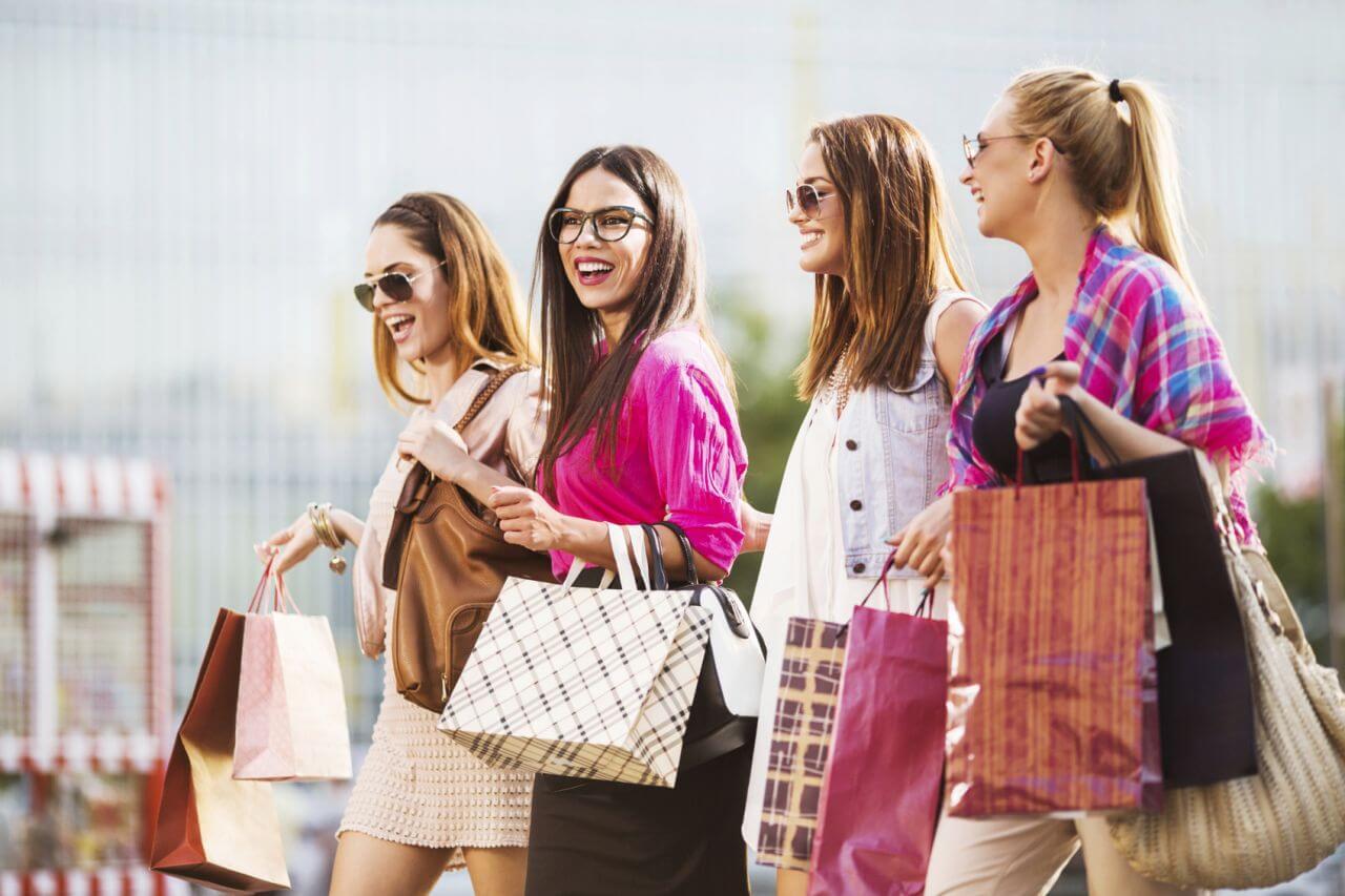 Подружки на шопинге картинки
